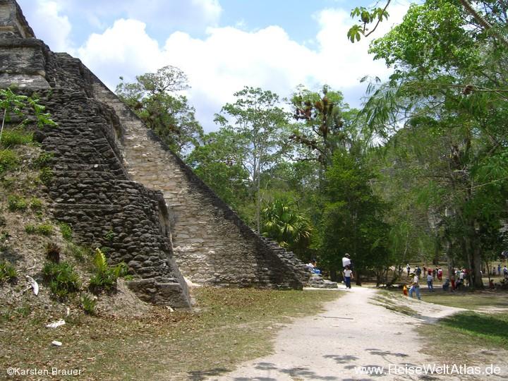 An einer Pyramide