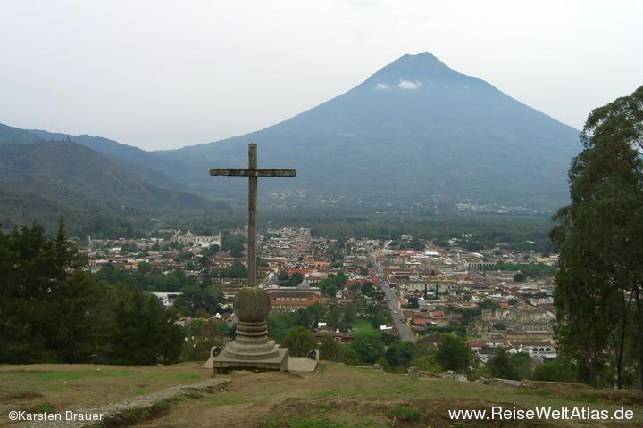 Ein Kreuz über Antigua
