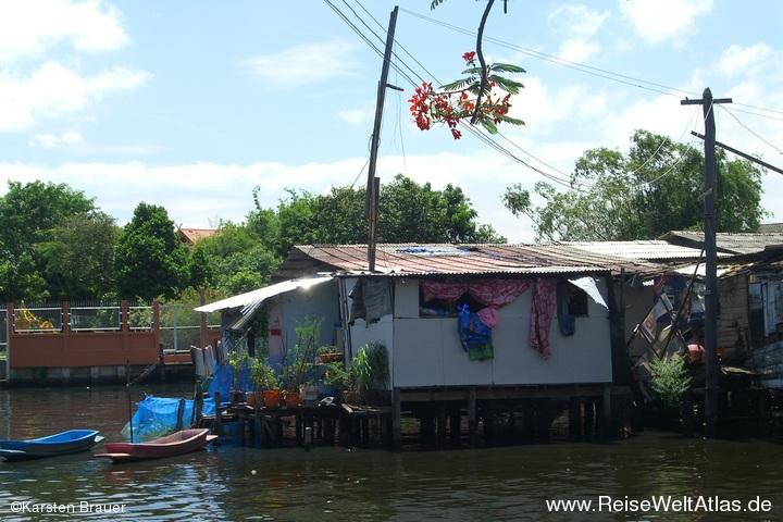 Haus im/am Wasser