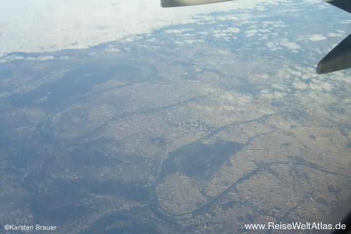 Paris aus 10000 Metern Höhe