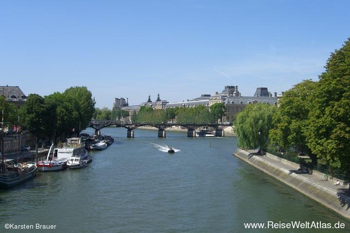 Seineblick auf den Louvre