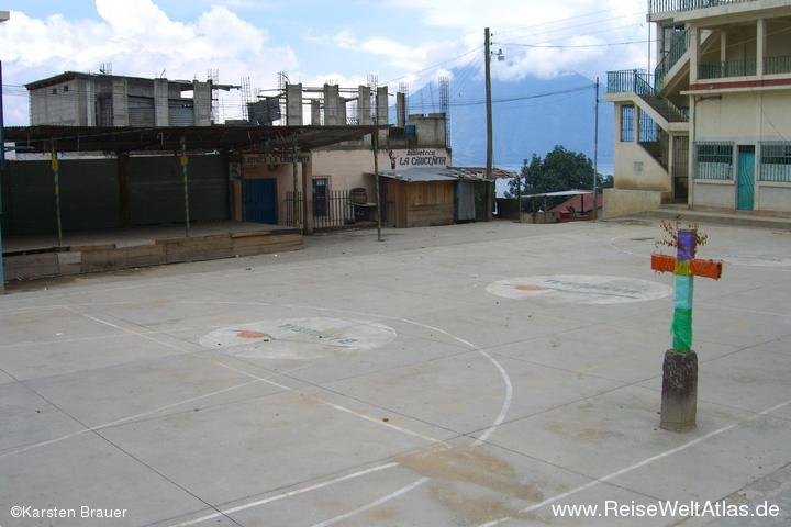 Sport- und Dorfplatz
