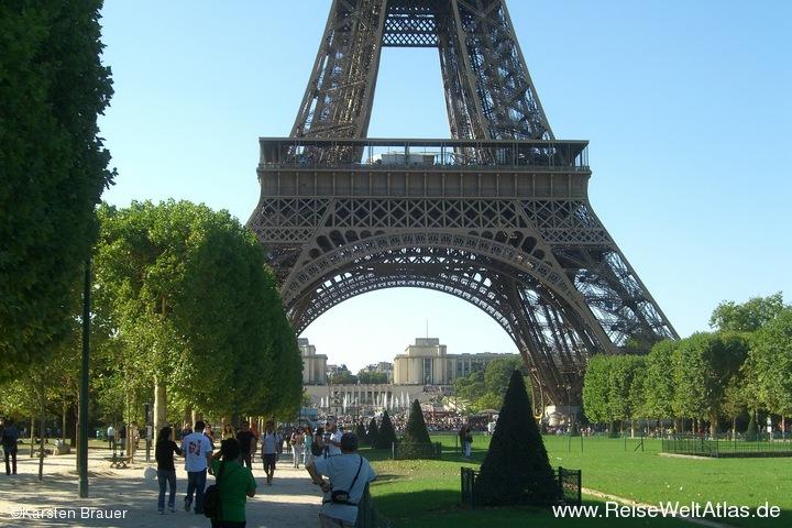 Unterm Eiffelturm wirds voller...