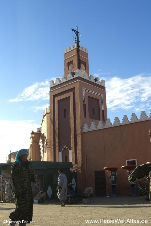Vor einer Moschee